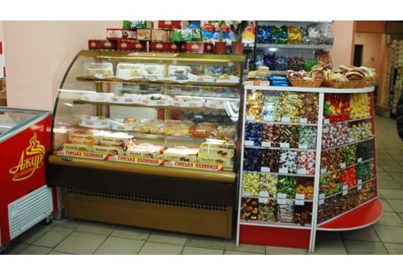 Різниця між звичайними і холодильними вітринами для демонстрації хлібобулочних і кондитерських виробів